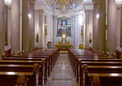 Nave-con-presbiterio-al-fondo